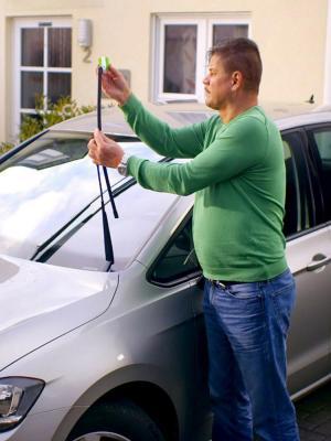 Araç Silecek Bakımı Onarımı  Ve  Silecek Temizleme Aparatı Silecek Yenileyici